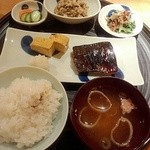一汁三菜 - 鯖の味噌焼き定食