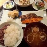 一汁三菜 - 鮭の粕漬け定食