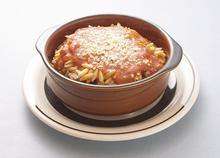 スパルタ - ラム・ユベッチ・ラムのトマト煮に米つぶ大のパスタをいれ、チーズとオーブンで焼いた物。