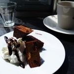 ヴィトリーヌ-大町カフェ - ガトーショコラに珈琲