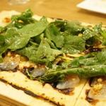 コテ・フー - タルトフランベ・ルッコラのサラダ、真鯛のカルパッチョをアンチョビと松の実で(1890円)