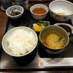 串匠 - お替り無料のご飯とみそ汁が出て、串揚げ開始です