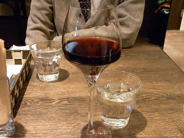 オステリア セーザモ - サンジョヴェーゼ 赤 ¥800 グラスがカッコイイ♪