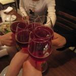 ビストリア - 「ランブルスコ」で乾杯~。