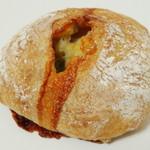 ブレッドルーム - ブルーチーズとくるみのチャバッタ(\200、2013年3月)