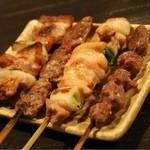 サマサマ - 左から、豚串・ハツ・鳥串・砂肝
