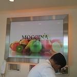 モッチーナ - 店内正面壁看板