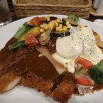 いずみカリー - 野菜どっさりカリー+チキンカツ+チーズ(+生卵)