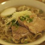 てぃしらじそば - 料理写真:沖縄そば