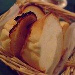 1835614 - 付きだしにブランジェリー DE シゲヒロ のパンが出てきます。