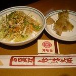 知味斎 - ランチのサラダ&ザーサイ