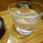 やきとり仲ちゃん - 2013.04 焼酎芋ロック。銘柄は忘れました。