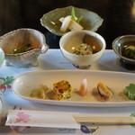山野草料理 花門 - 料理写真:最初にテーブルにセットされている料理たち。