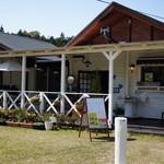 トルティカフェ - 広いテラスもある一軒家カフェです。