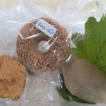 もりなが松陰堂 - 料理写真:左:玄米おはぎきなこ\130、中:玄米道名津\160、右:玄米かしわ餅\170