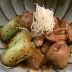 骨付地鳥炭焼 日向 - 鳥肝煮は焼き葱と針生姜が添えてあります