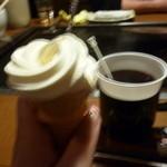 おいしんぼ - セルフのソフトクリーム・・・巻くのが難しいw