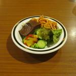 ステーキハンバーグ&サラダバー けん - サラダは食べ放題です。