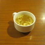 ステーキハンバーグ&サラダバー けん - 玉子スープです。おかわり自由です。