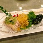 18363058 - さすが、ホテルの中華料理、盛付けもきれいですね。前菜3種盛り!