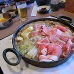 どん亭 - すき焼き煮込み中