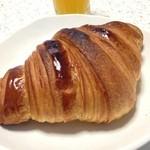 ラ トリエ ドゥ フラウ - クロワッサン。トースターで少し焼いてます