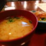 神戸百番 - 味噌汁は温かかった~、あたりまえか。。。^^