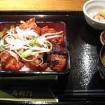 18372728 - ピリ辛炙り焼き鳥重(780円)