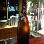 18375203 - 白瀑(しらたき、6号酵母・特別純米生原酒)/秋田/山本。ボディにラベルがありませぬ。斬新なデザイン!