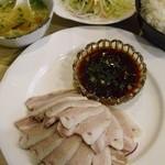 かみなり家 - 豚バラ肉ボイル特製ソース定食800円