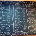 いずみカリー - 壁には大きな手書きのメニューボードもありました。