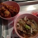 パクチー丸太町 - タイキッチンパクチーのチョイ食べメニューのハーブ風味の鶏の唐揚げと春雨サラダ各170円(13.04)