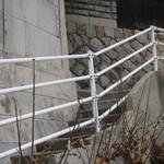 空猫カフェ - この柵に沿って進む