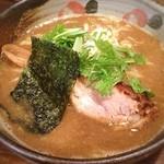 中華そば 椿 - 蒲田「中華そば椿」にて中華そば! 豚骨醤油にモッチリ麺!素材の甘みが感じられるスープはアッツアツで美味しい!チャーシューも柔らかくてジューシー