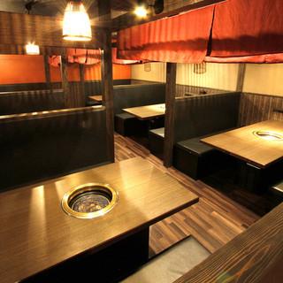 2階席は最大約10人のテーブル席があり最大35席まで可能。