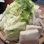 ASAKUSA らむや - 山のように盛られた野菜。