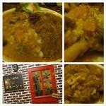 ガネーシャ - 天満の一松食品センター通にあるインドカレー屋で、チキンと野菜の合いがけカレーを中辛で。スパイスの香りがいいカレーは若い店主の気合いを感じる味。