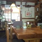 きり山 - 店内はテーブル席と座敷席