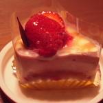 ルジャンドル - いちごクレープ(350円)・・苺ムースがほんのり甘くさわやか!(2013年4月)