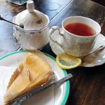 らんぶる 洋菓子店 - 料理写真:チーズケーキと紅茶