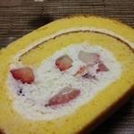 sucre - 2013.4.13 クリームチーズいちごロールケーキ