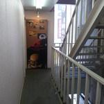 アールエム バーガー & ブレイク アキバ スタイル - まだ怪しい雰囲気の入り口