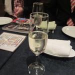 洋食屋 Eccoci - この日は先ずはお洒落にスパークリングワインで乾杯です。