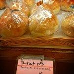 きんのすゞ - ヨーグルトパン¥130 シュークリームみたいにヨーグルトクリームがたっぷり入ってます