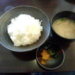 とんかつ ひろ喜 - 定食のご飯、味噌汁、漬物