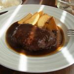 りべるた食堂 - ランチ(1050円)のハンバーグ、デミグラスソース