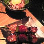 焼とりの八兵衛 - 牛さがり串と桜ユッケ