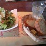 1841925 - ランチのサラダとパン