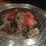 炭火焼肉ホルモン横丁 - 晩飯は焼肉です。