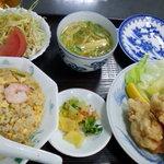 蓬山 - 鶏天定食。ご飯を炒飯に